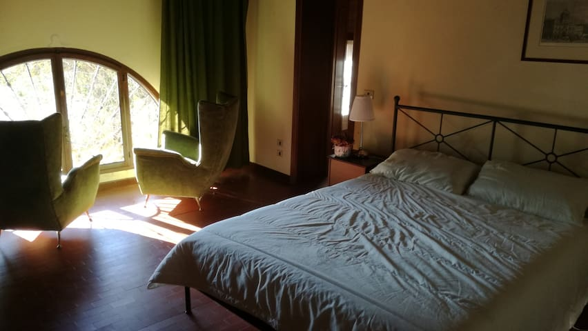 Two quiet Rooms in a 1750 Villa in Asolo