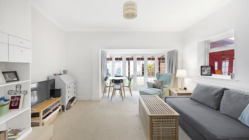 Wimbledon garden flat entirely to yourself