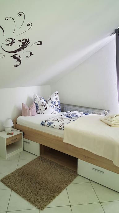 Zweites Einzelbett  (die beiden Betten können auch zusammen geschoben werden)