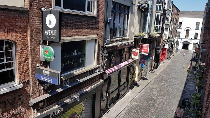 Crow Street, Temple Bar, Dublin 2.