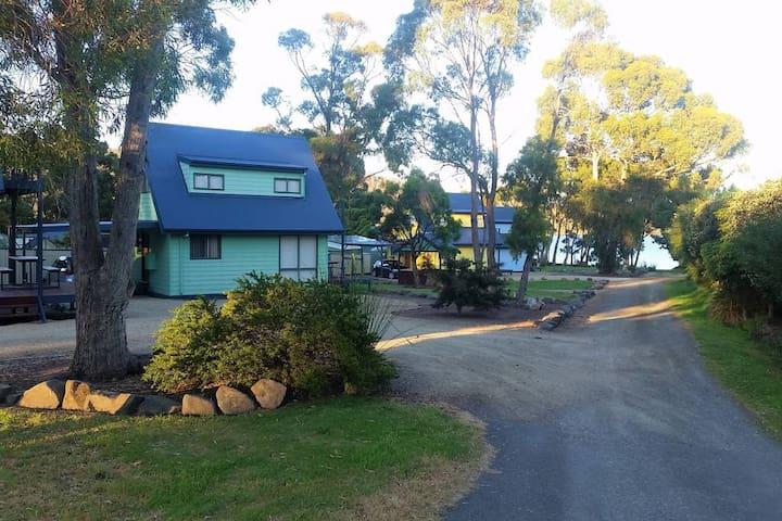 red yellow green · Four Seasons Bay View Villa
