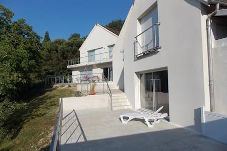 studio au 1er  avec vue sur la vallée de la Loire