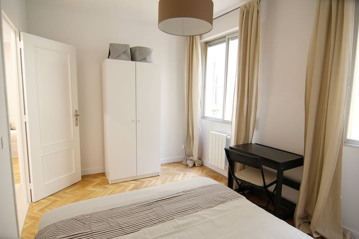 Room to let Madrid 11 sq.m,, downtown