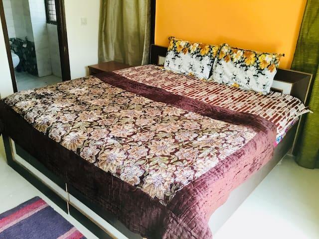 """Uttam """"1-Private Bedroom""""@Medanta Hospital Gurgaon"""