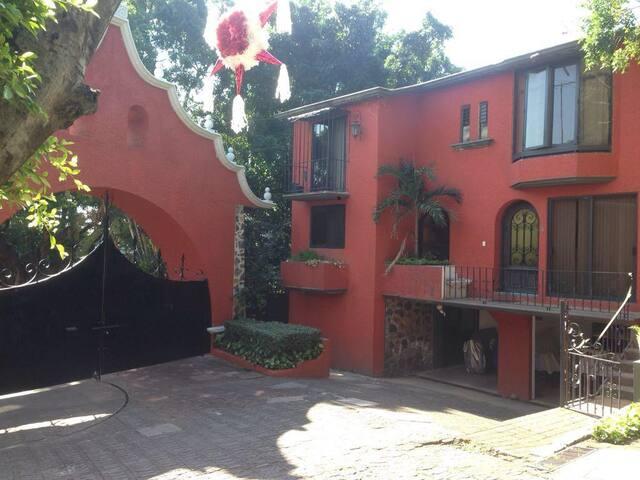 Casa con Areas Verdes Frente a Plaza Cuernavaca