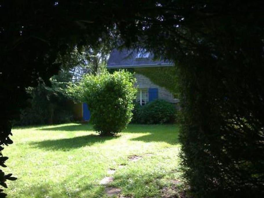 cottage de charme avec joli jardin fleuri g tes louer tr ogat bretagne france. Black Bedroom Furniture Sets. Home Design Ideas
