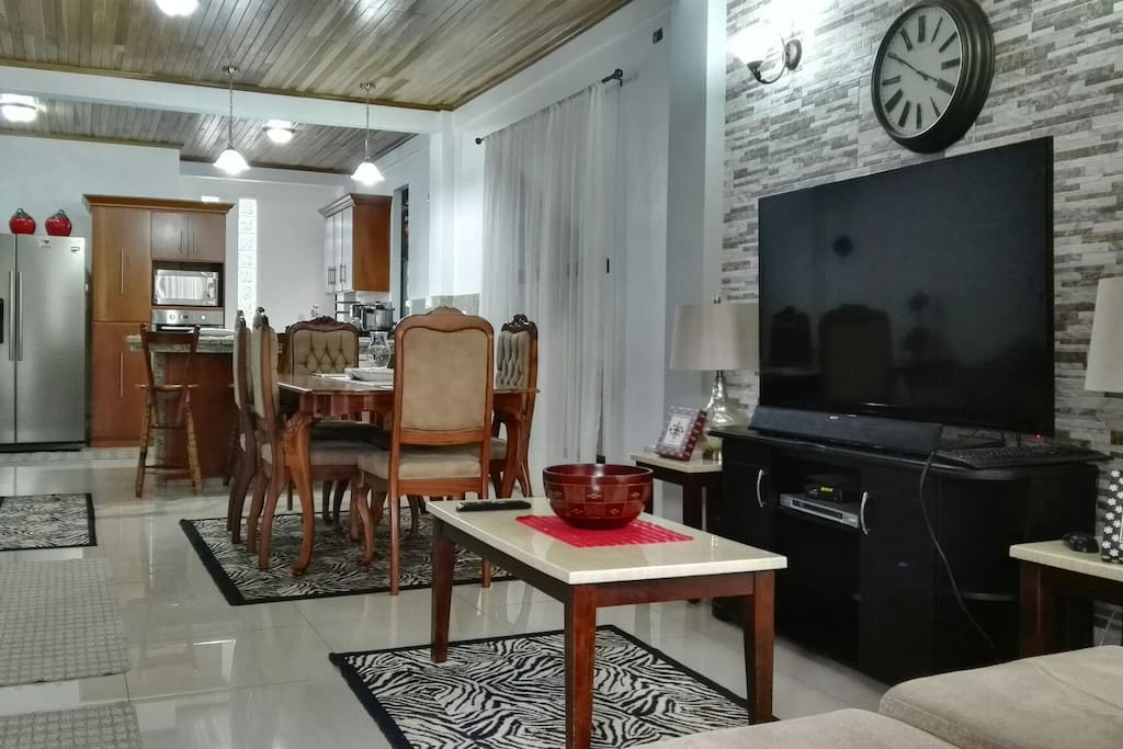 Beautiful, clean & spacious house in downtown La Fortuna