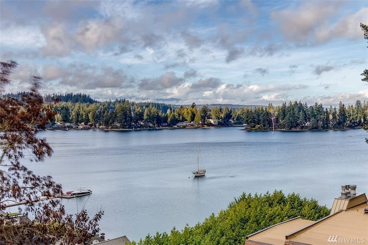 Bremerton-2BR Waterfront Condo with Stunning Views