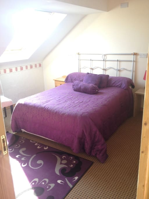 Cosy double bed in a spacious room with a very nice view of Croagh Patrick