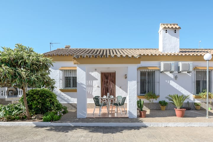 """Air-Conditioned Holiday Home """"Casa Buganvilla"""" with Terrace & Wi-Fi; Parking Available"""