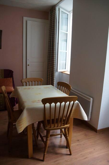 la table dans le séjour