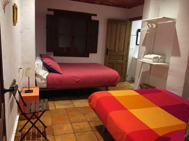 Habitación cuádruple en El huerto de Dulcinea.
