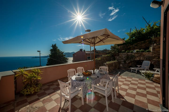 NEW!!!  A terrace on the sea, opposite Portofino