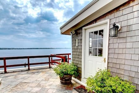Waterfront Studio, 10 min to Downtown Providence