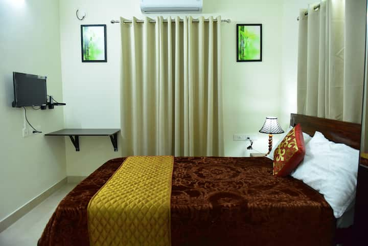"Green Royale ""Aster"" Premium Serivced Double Room"