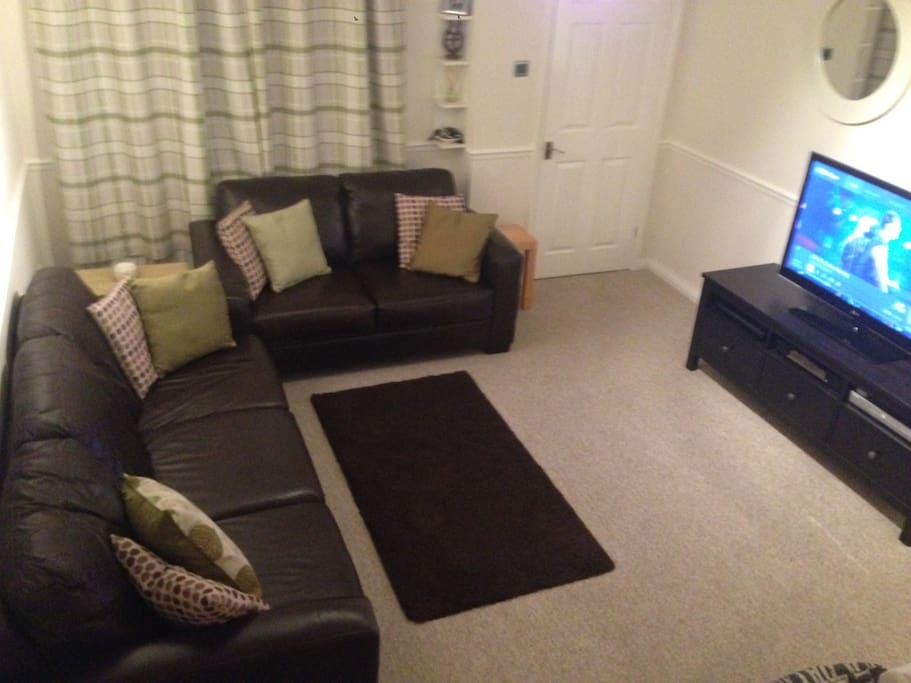 Spacious lounge room with flatscreen TV, DVD player & Virgin Media