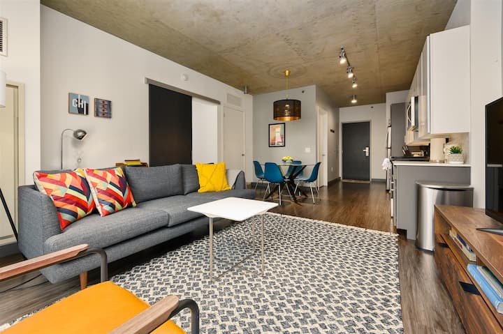 Kasa | Chicago | Gorgeous 1BD/1BA Downtown Loop Apartment | 30+ Day Rental Only
