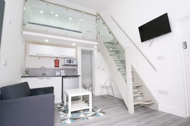 Modern & Stylish Studio in Reading Centre- Parking