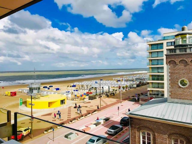 Knokke,Very nice app,Amazing seaview,Best location