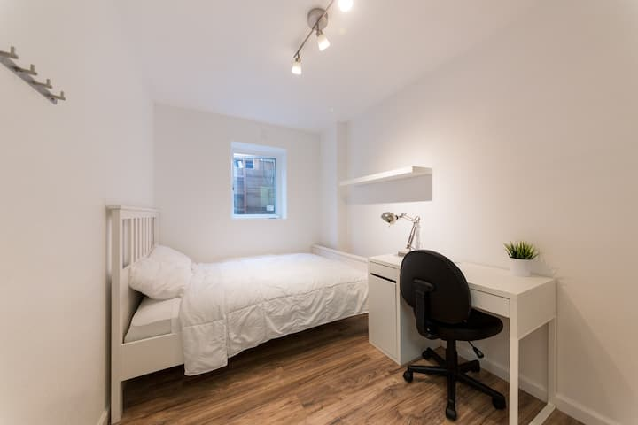 Small Private Room in Shared House -6