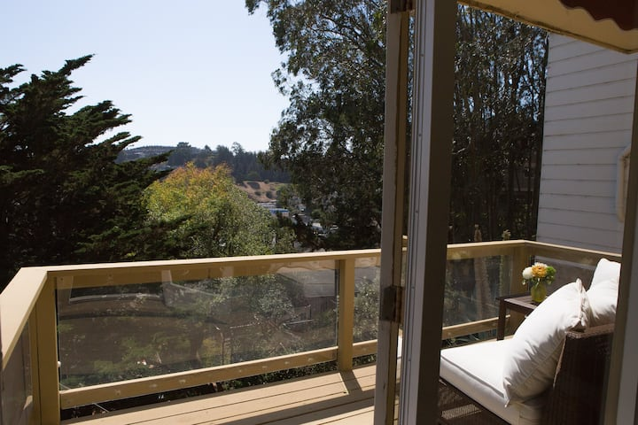Spacious 1BR w/ Panoramic Views and Terrace