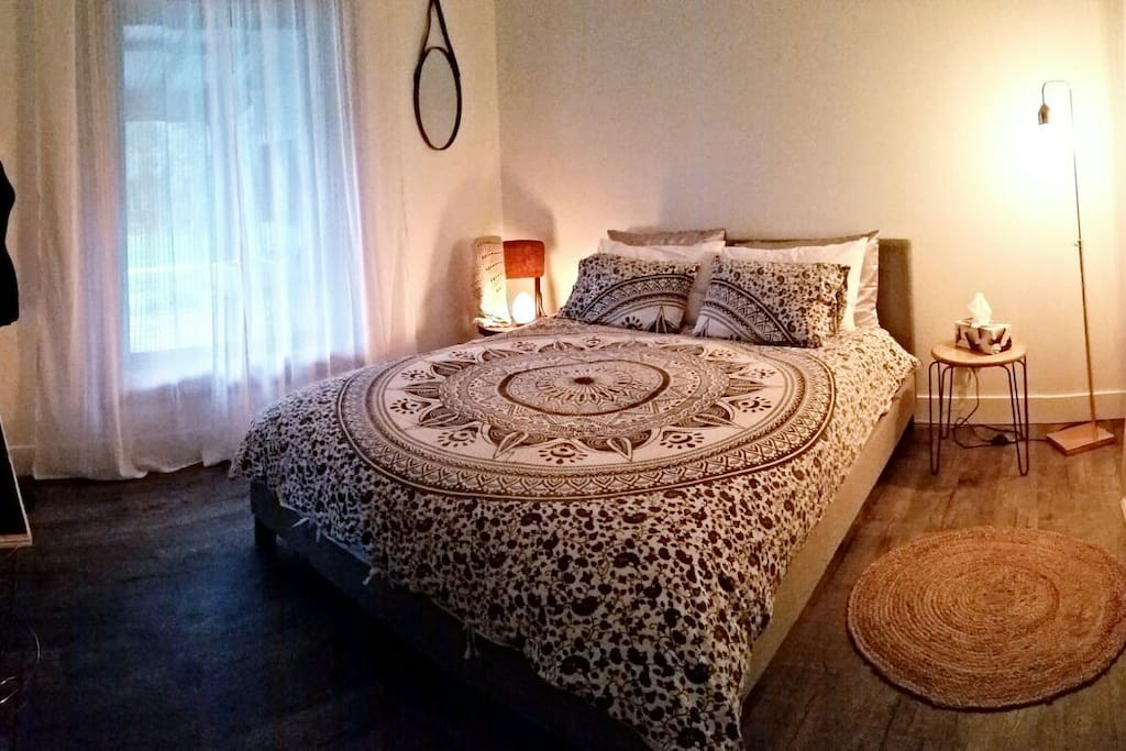 Main queen size bedroom.