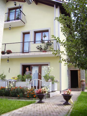 Beautiful Family House on the river bank - Bosanska Krupa - Huis