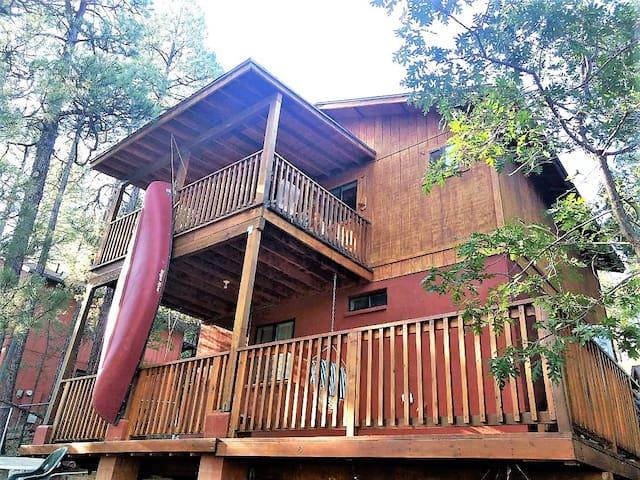 Walnut Creek Pinetop Cabin  - Beautiful 2 bedroom, 1.5 bath, 2 story log sided cabin!