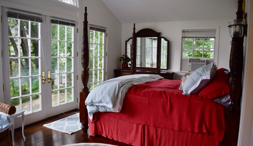 Luxurious Old Lyme King Bedroom Suite