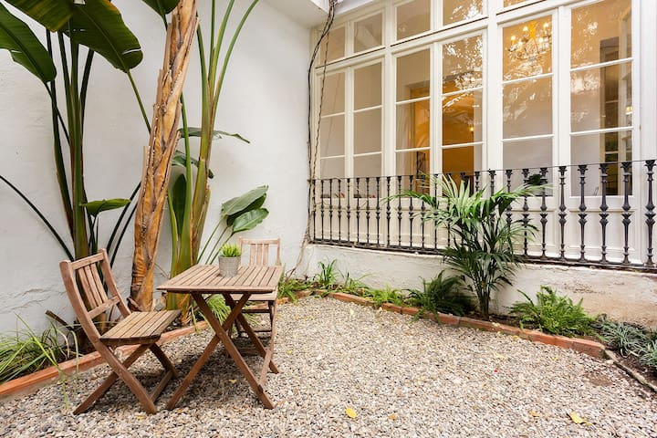 Authentic, Private Garden / Paseo de Gracia