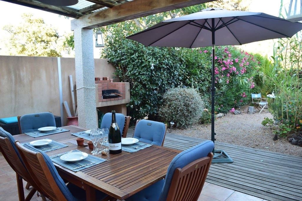 Alfresco dining table that easily seats 8. BBQ.