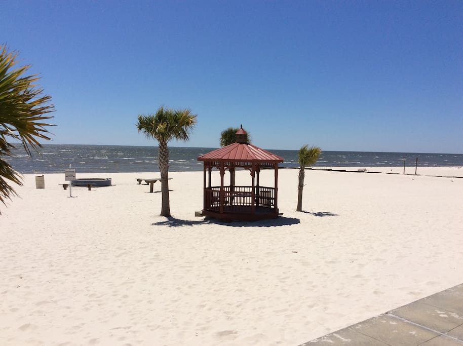 """Gulport Beach""   Two Blocks From ""Gulfport Breeze"""
