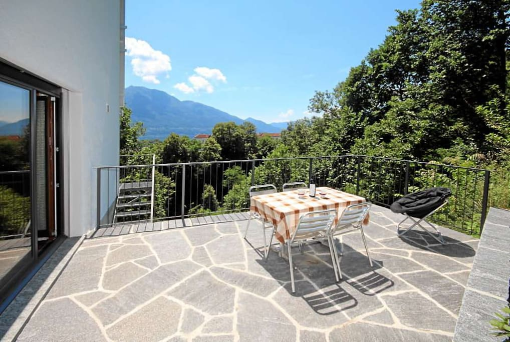 Sunny area with views of the plain and the mountains