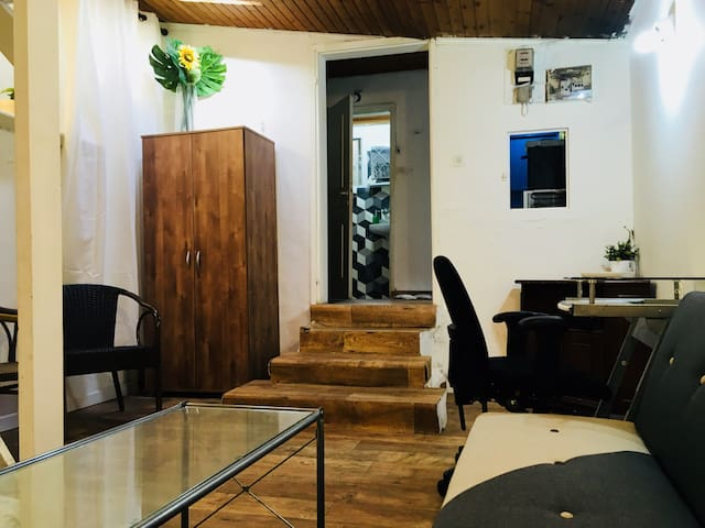 Secret private apartment in the middle of Nachlaot