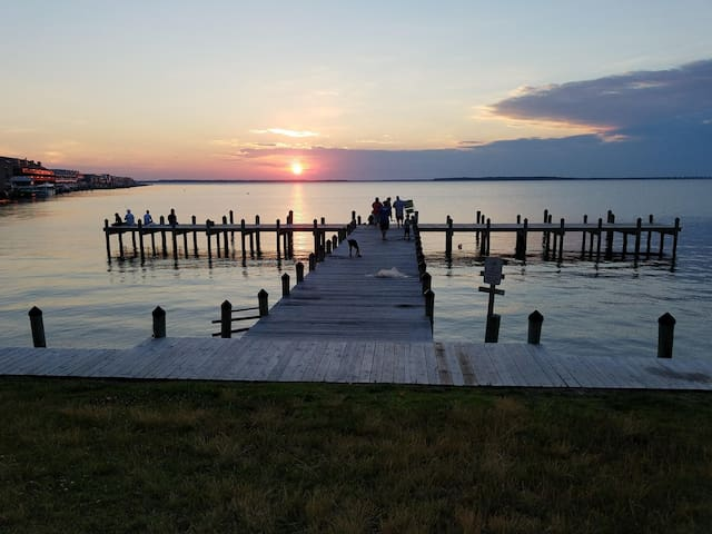 Monthly Rental Bayfront 2BR! Essential Person Lodging!