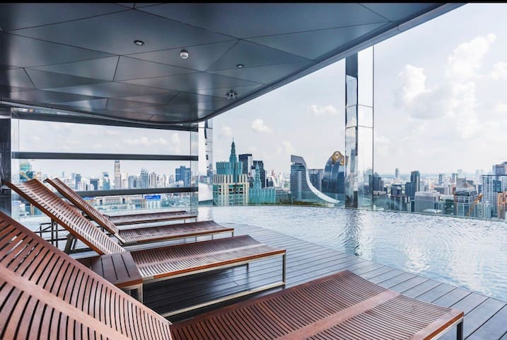 Rooftop Infinity Sky Pool , Nerr to Central World