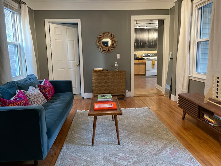 Mid-Century Mod -West End 1 BR- Sleeps 2- 4 Guests