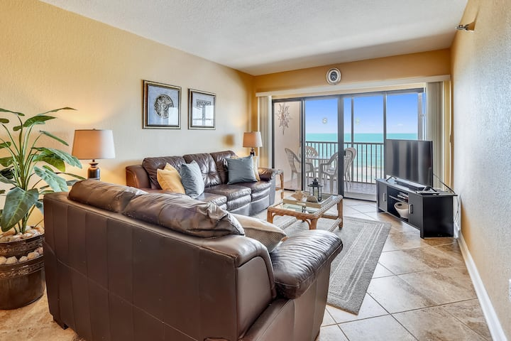 Villa Madeira 405  Updated beach front, walk to Johns Pass