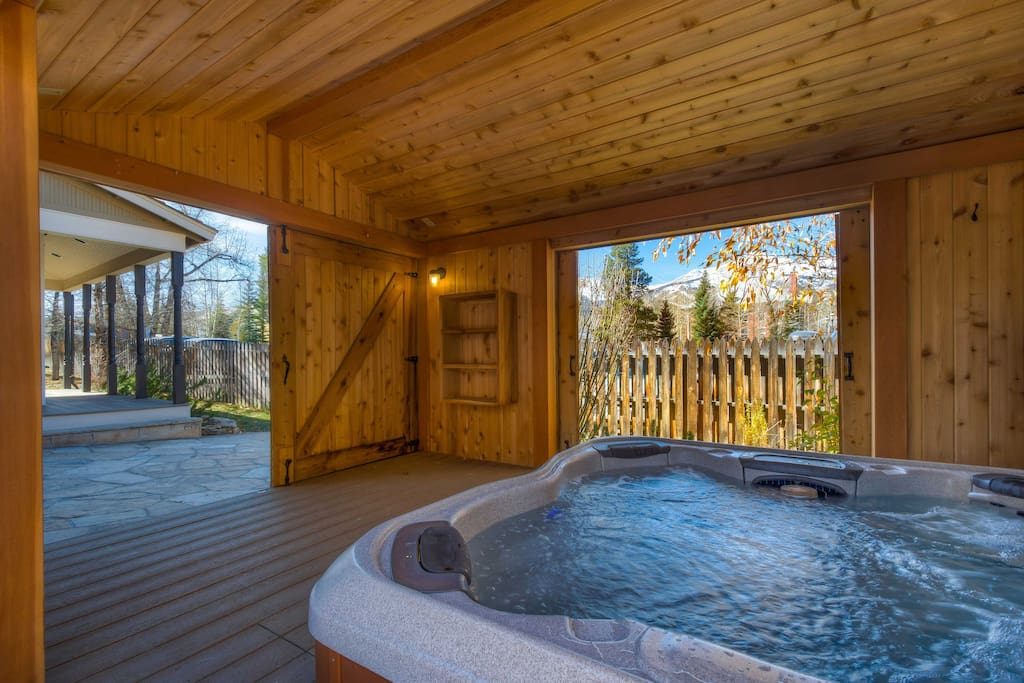 Take a soothing soak in the hot tub as you peer out towards the mountains.