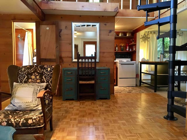Hayward Cottage *Kitchen+1BR+Loft w/bed* Walk 2 UO
