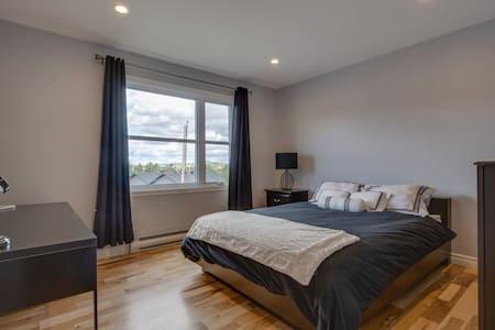 Grande chambre contemporaine privée - Sherbrooke - Stadswoning