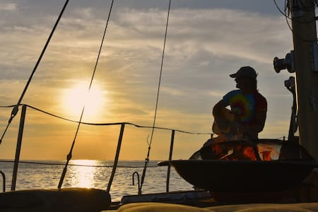 "Crew ""The Boat"",sunsets & moon rise - Cayo Hueso"
