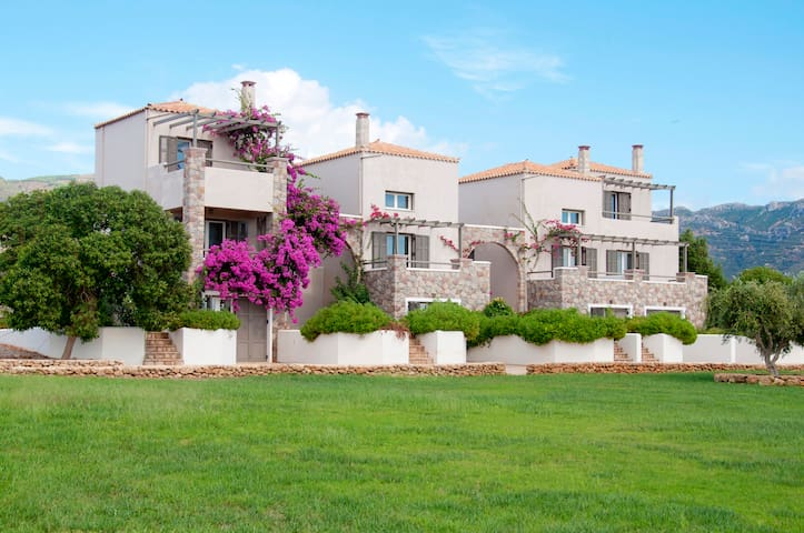 Neapoli Beachfront Villa for 4 - Lakonia