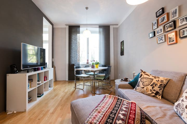 Quiet, bright and stylish apartment with BALCONY - Wien - Wohnung