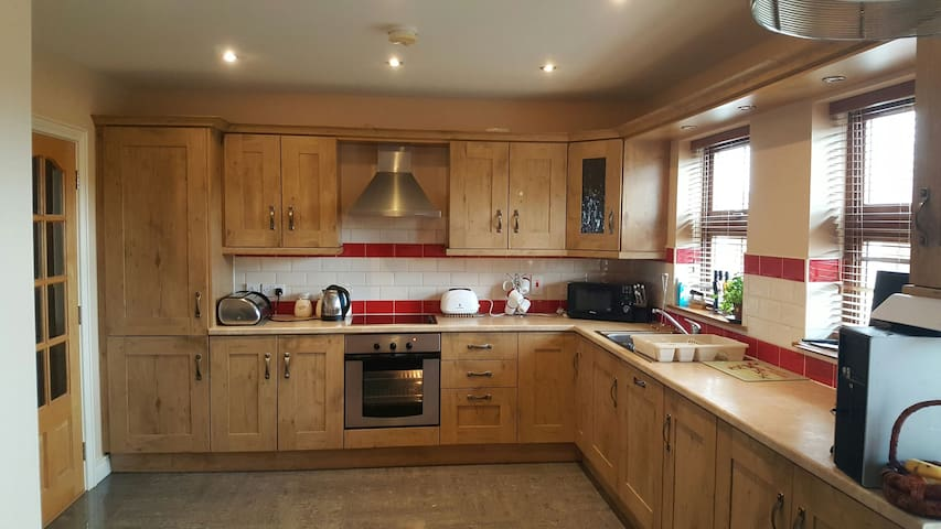 Double bedroom with own Bathroom in Modern House - Fermanagh - House