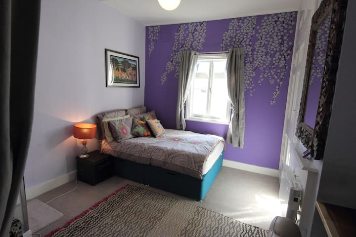 Comfy room with private shower and a friendly host - Londres - Apartamento