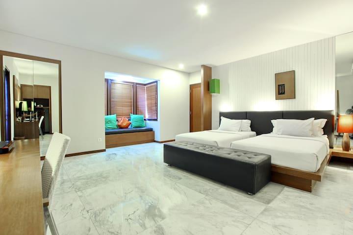 Beautiful Deluxe Room with an outdoor bathroom in Jimbaran Bay
