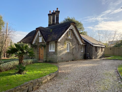 Sketty Lodge - 2 bed - 1800's Thatched Cottage