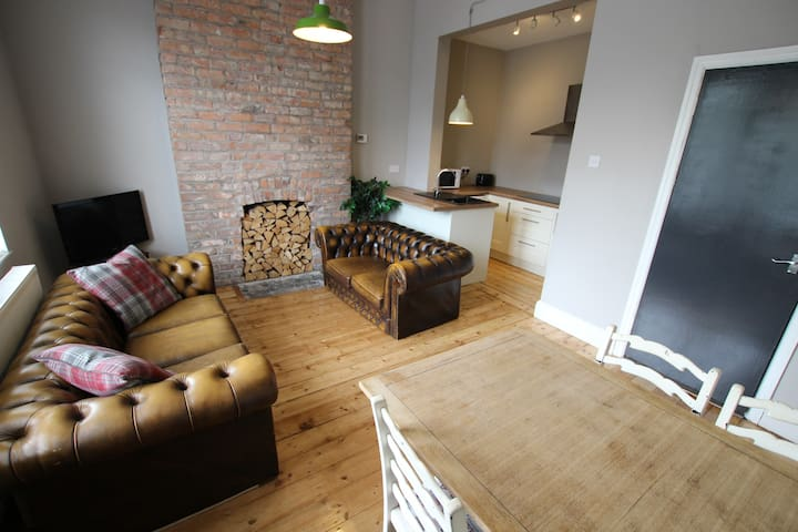 Very Nice 3 Bedroom By Train Station (2)