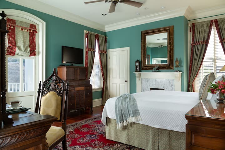 King Size Pet Friendly Guest Room in the Historic District of Savannah